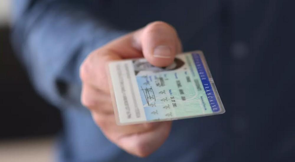 Où voyager avec ma carte d'identité française ?